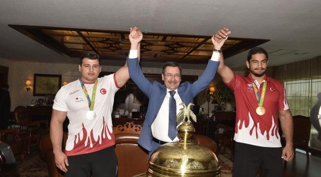 Melih Gökçek Olimpiyat Şampiyonlarını Ağırladı