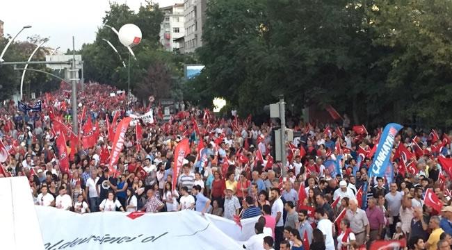 Zafer Yürüyüşü On Binlerce Kişinin Katılımıyla Gerçekleşti