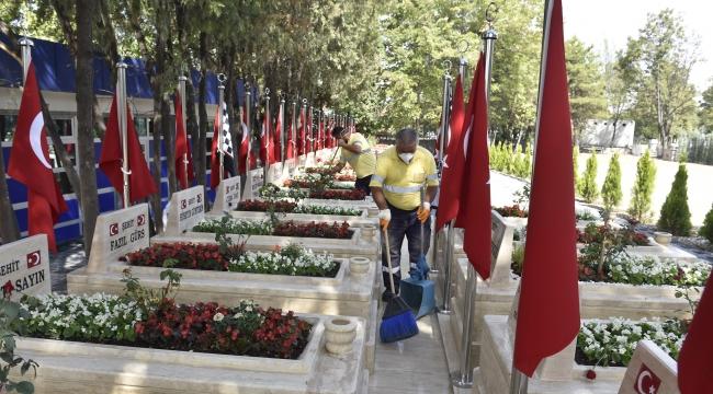 Başkent'te Mezarlıklar Bayrama Hazır