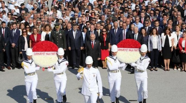 Kılıçdaroğlu CHP'nin Kuruluş Yıl Dönümünde Anıtkabir'i Ziyaret Etti