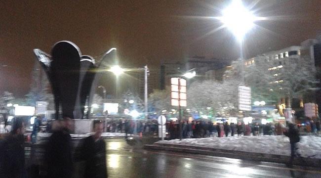 Kızılay Meydanı'nda Sönük Yılbaşı Kutlaması