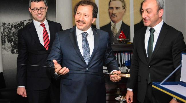 Ankaragücü Başkanı Mehmet Yiğiner'e Fetih Kılıcı! MHP Ankara İl'e Ziyaret...