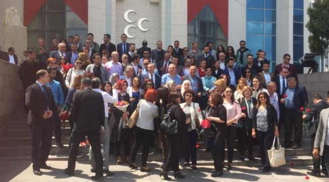 KHK Kararına Tepki Gösteren Etütçüler MHP Merkez Binası Önünde Buluştu