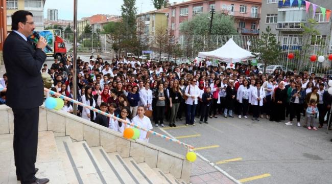 Mustafa Ak Geleceğin Mucitleri Bilim Fuarı'na Katıldı