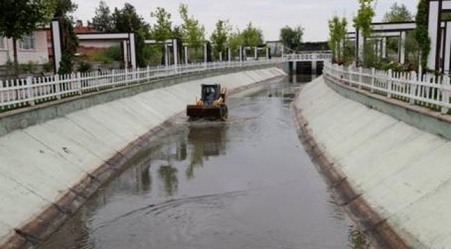 Mogan ve Eymir'i Besleyen Su Kanallarında Temizlik