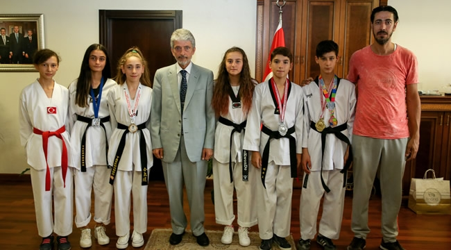 Minik Şampiyonlardan Mustafa Tuna'ya Ziyaret