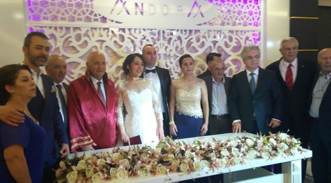 Ankara'da Duayen Gazeteci ve Ailesinin Mutlu Günü
