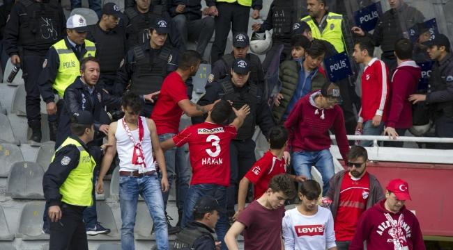 Ankaragücü - Boluspor Maçında Olay! Polis Tribüne Girdi...