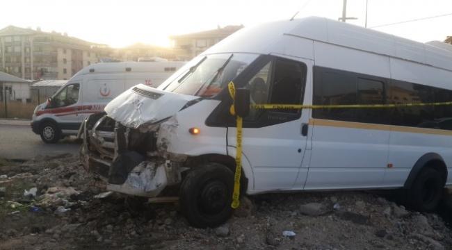 ŞOK! Başkent'te Servis ile Minibüs Çarpıştı: 1 Ölü, 8 Yaralı