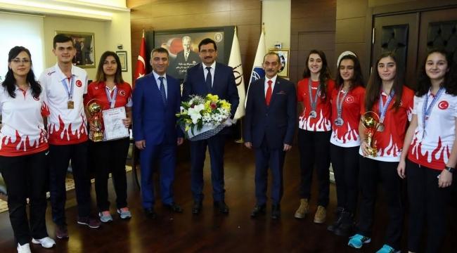 Şampiyonlar Mustafa Ak'ı Ziyaret Etti