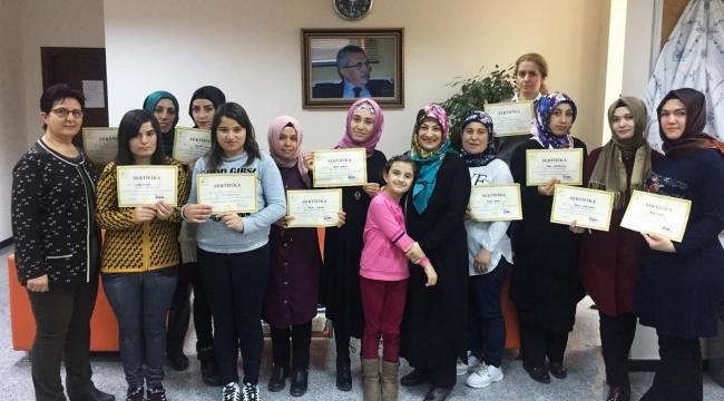 Kadınlara Bilgisayar Ve Kalıcı Makyaj Eğitimi Sertifikası