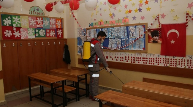 Sincan Belediyesi'nden Okullara İlaçlama Çalışması