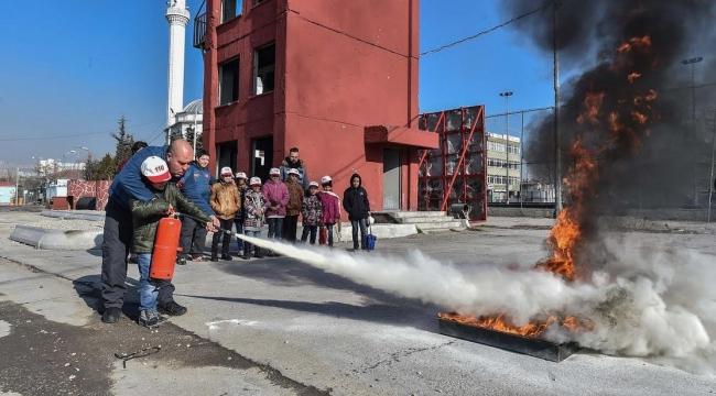 Büyükşehir'den Mülteci Çocuklara Yangın Eğitimi