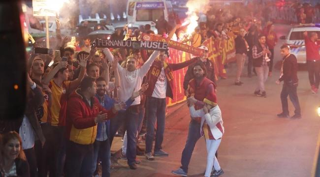 Galatasaray'a Ankara'da Meşaleli Karşılama