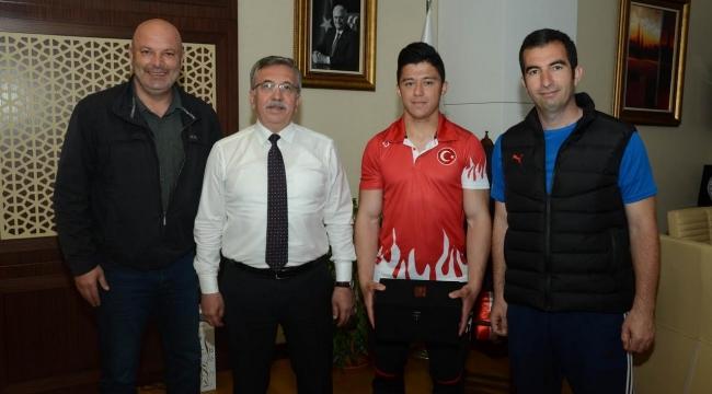 Şampiyon Batuhan'dan Çetin'e Ziyaret
