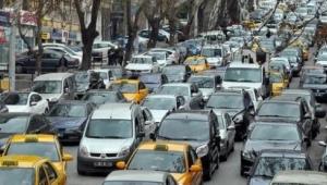 Ankara'da Trafik Felç Oldu, Uzun Kuyruklar Oluştu