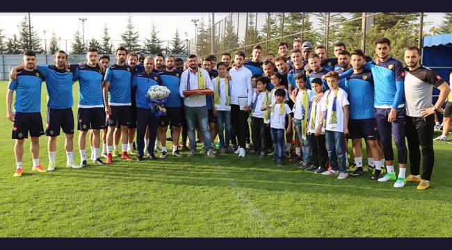 Şampiyon Ankaragücü'ne Mülteci Çocuklardan Ziyaret