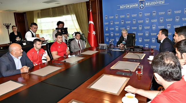 Şampiyonlardan Mustafa Tuna'ya Ziyaret