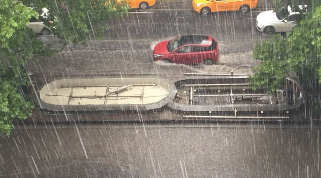 Ankara'da Sel Manzaraları! Sağanak Yağış Hayatı Felç Etti