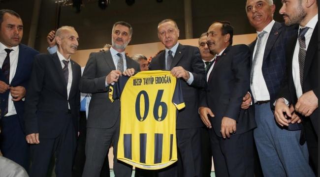 Ercan Soydaş'tan Erdoğan'a Ankaragücü Forması