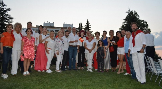 Genç Girişimcilerden 30 Ağustos'ta Anlamlı Kutlama