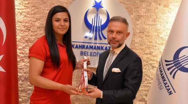 TEBRİKLER! Ankaralı ''Dişi Herkül'' Türkiye Şampiyonu