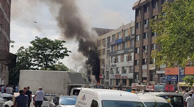 Ulus'ta Elektrik Malzemesi Satan Dükkanda Yangın