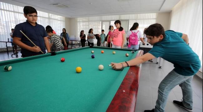 Yenimahalle'de Gençlik Merkezi'ne Yoğun İlgi
