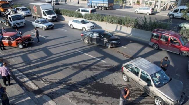 Ankara'da Trafik Felç Oldu: 17 Araç Birbirine Girdi