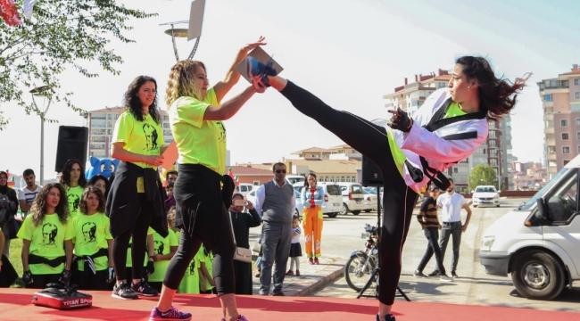 Yenimahalle Aşağı Yahyalar Spor Merkezi Hizmete Açıldı
