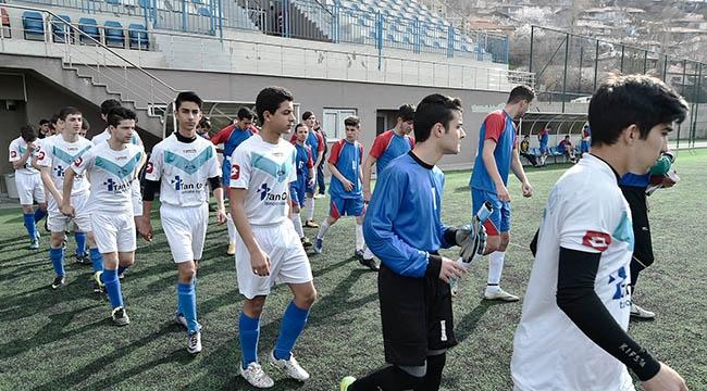 144 Futbolcu Top Koşturacak! Mamak Şehir Stadı'nda Sezon Açıldı