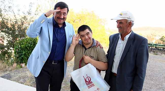 Down Sendromlu Kahraman Bir Mehmetçik! Mustafa Ak'tan Anlamlı Ziyaret...