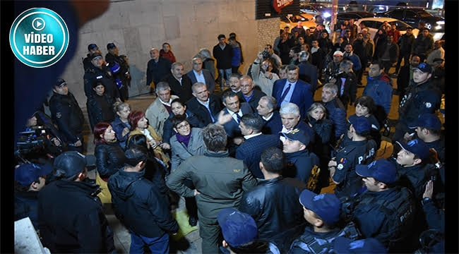 Atatürk Heykeli Aydınlatması Protestosuna Polis Müdahalesi