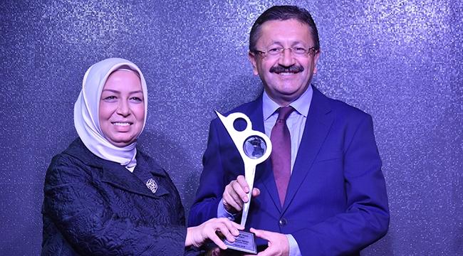 Veysel Tiryaki'ye Yerelde Vizyon Belediyecilik Ödülü