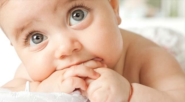 BU BELİRTİLERE DİKKAT! Yeni Doğan Bebeğinizin Gözlerindeki 6 Önemli Tehlike...
