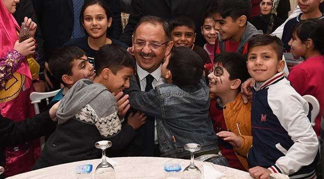 Mehmet Özhaseki Mülteci Çocuklarla Buluştu