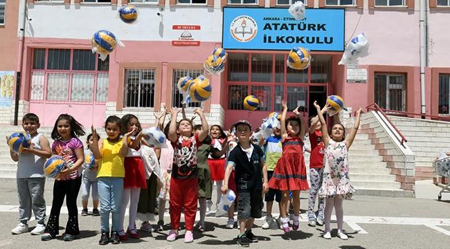 Çocuklara Bayram Hediyesi! Ankara'daki Okullarda Top Dağıtımı...