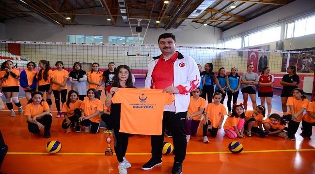 Serhat Oğuz'dan Minik Sporculara Sürpriz