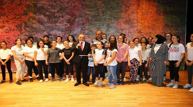 Turgut Altınok Çocukların Sahne Heyecanını Paylaştı