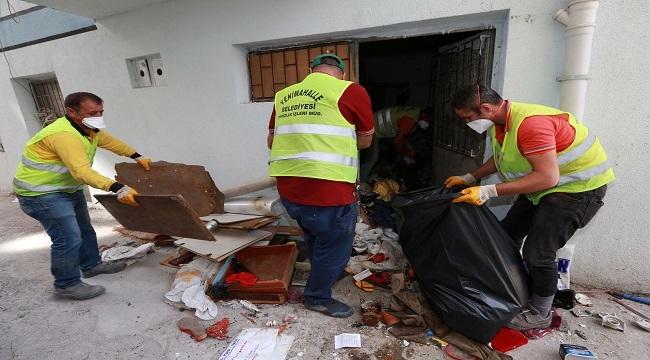 Demetevler'de 2 Ayrı Evden 45 Ton Çöp Temizlendi