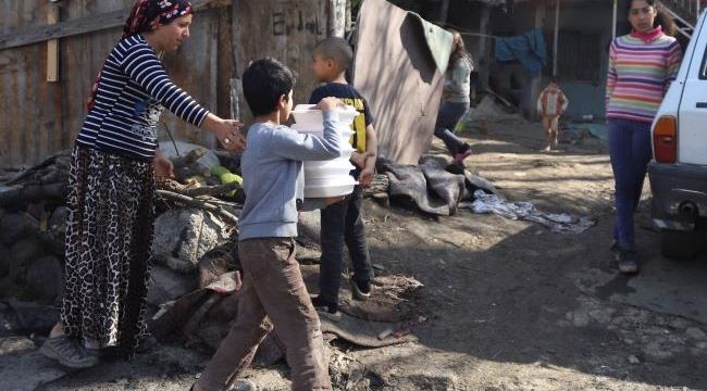 Ankara'da kağıt toplayıcılarına kumanya dağıtımı