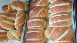 Evde kaldılar, ekmek yapmaya başladılar