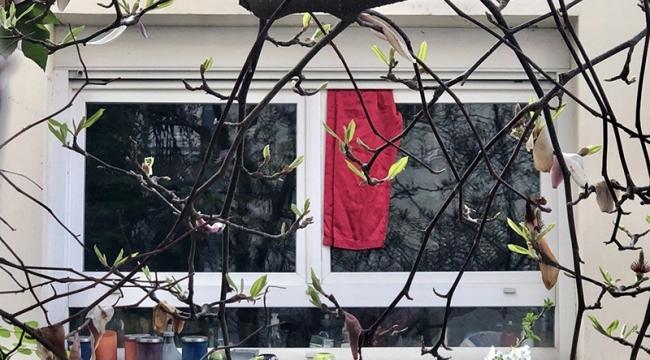 Fransa'da koronaya karşı kırmızı bez dayanışması