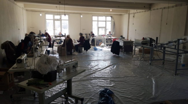 Kaçak maske üretim imalathanesi mühürlendi
