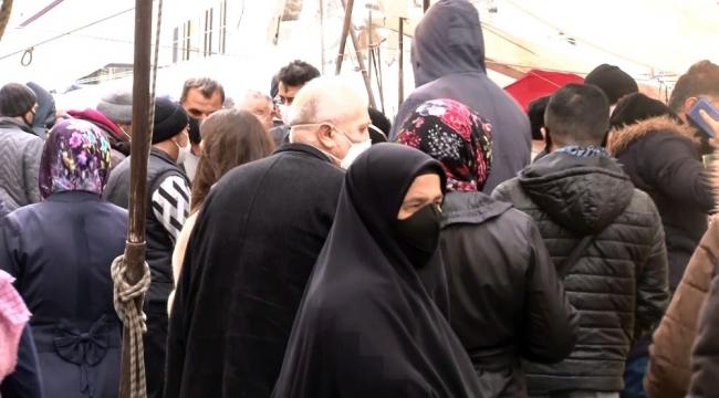 Pazarda sosyal mesafesiz, maskesiz alışveriş