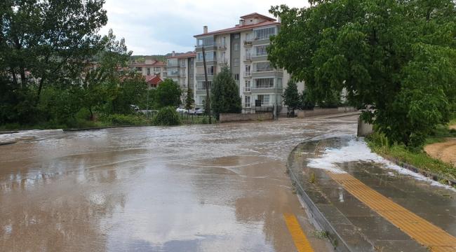 Başkent'te fırtına ve dolu hayatı olumsuz etkiledi