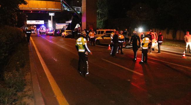 Başkent'te polis uygulama noktasına araç daldı