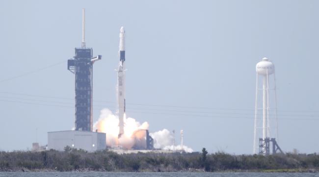 SpaceX uzaya insanlı uçuş gerçekleştirdi