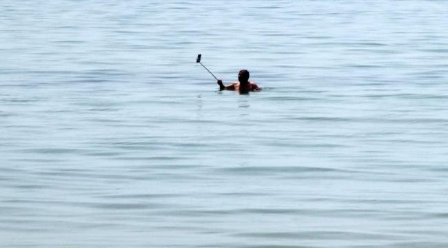Yasağı dinlemedi denize girip Kamboçya'daki arkadaşına yayın yaptı