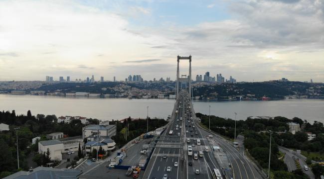 Köprü trafikleri alışılan görüntülere döndü